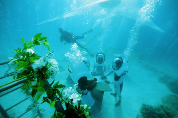 Bora.Bora mariage à 4 mètres de profondeur !
