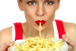 femme qui mange