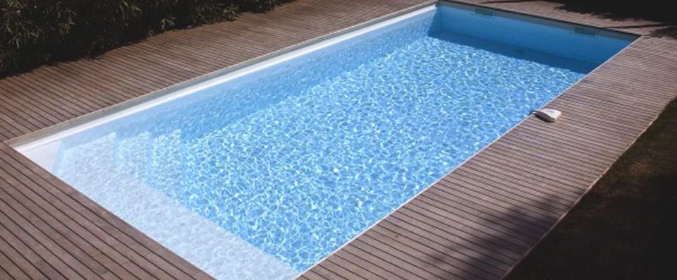 ta piscine est la mienne la femme qui marche. Black Bedroom Furniture Sets. Home Design Ideas
