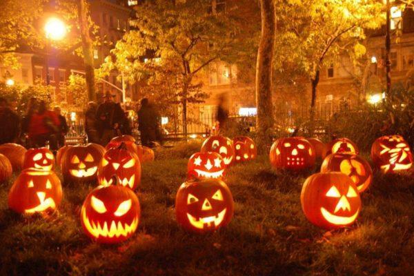 Citrouilles éclairéees. Halloween.