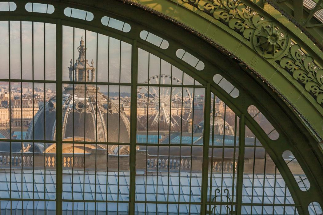 Roue à l'intérieur du grand palais Paris