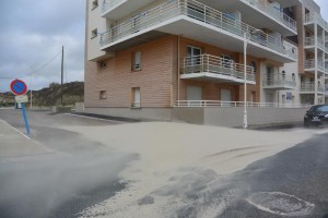 Fort-Mahon. Tempête de sable dans la rue.