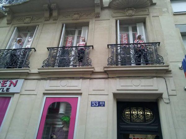 Mannequins au balcon.