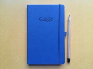 Google. Carnet avec crayon.