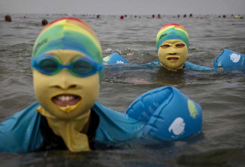 Chine. Le face kini sur les plages. | La Femme Qui Marche