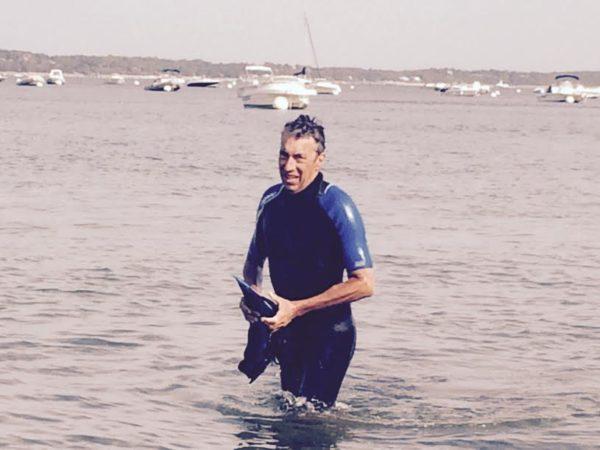 Cap Ferret - Pyla sur mer. Traversée à la nage. Arrivée Jean-André Sayo.