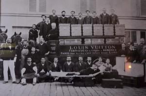 Personnel dans les Ateliers Louis Vuitton d'Asnières