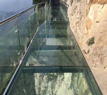 Pont en verre suspendu en chine