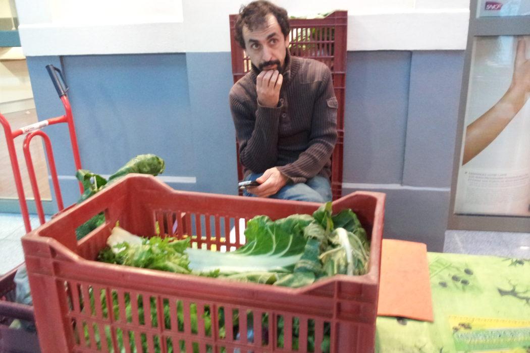 Gare de Vichy. Producteurs vendent leurs légumes.