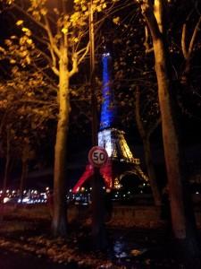 attentat. Tour Eiffel bleu blanc rouge.
