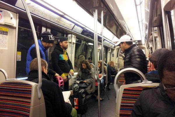 musiciens roumains dans le métro.