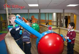 restaurant He. Parc de jeux pour enfant.