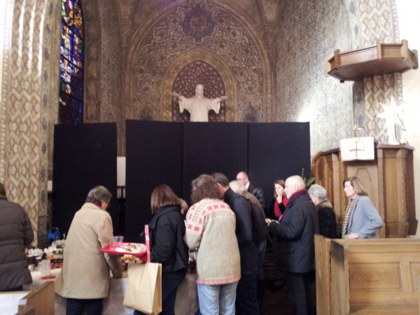 église suédoise. Buffet à l'intérieur de l'église