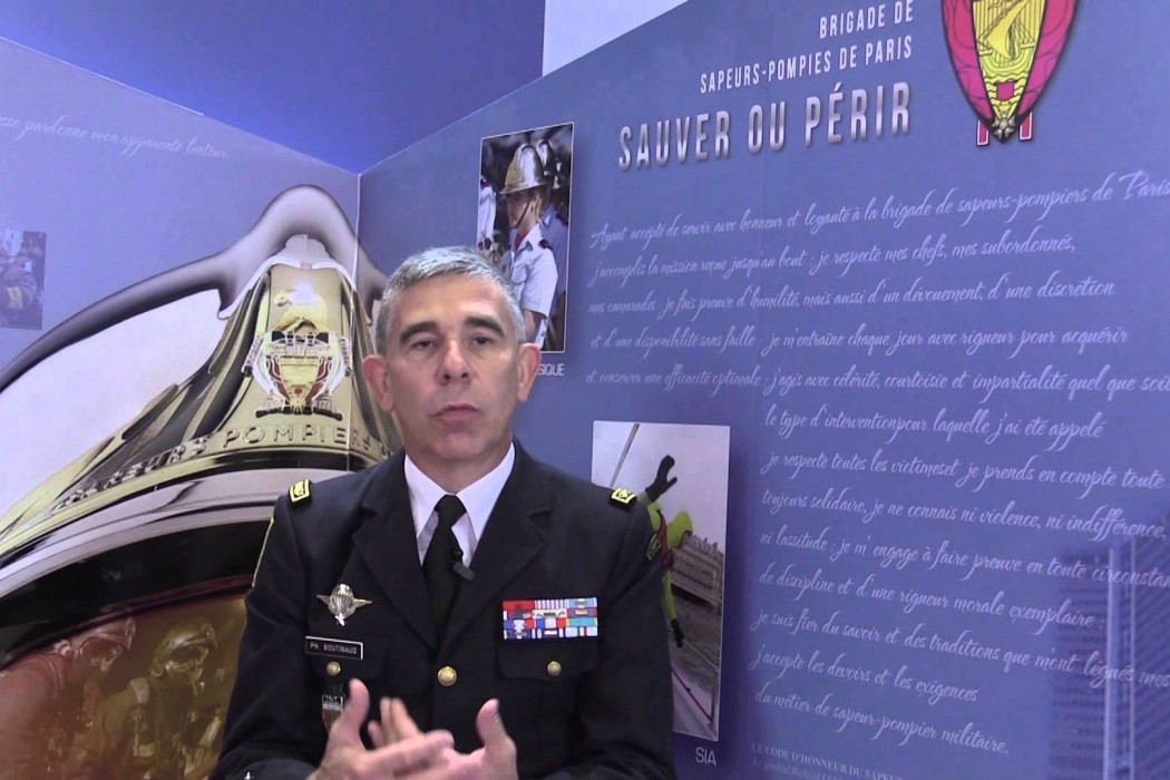 les pompiers vont initier les parisiens aux gestes de premiers secours massage cardiaque la. Black Bedroom Furniture Sets. Home Design Ideas