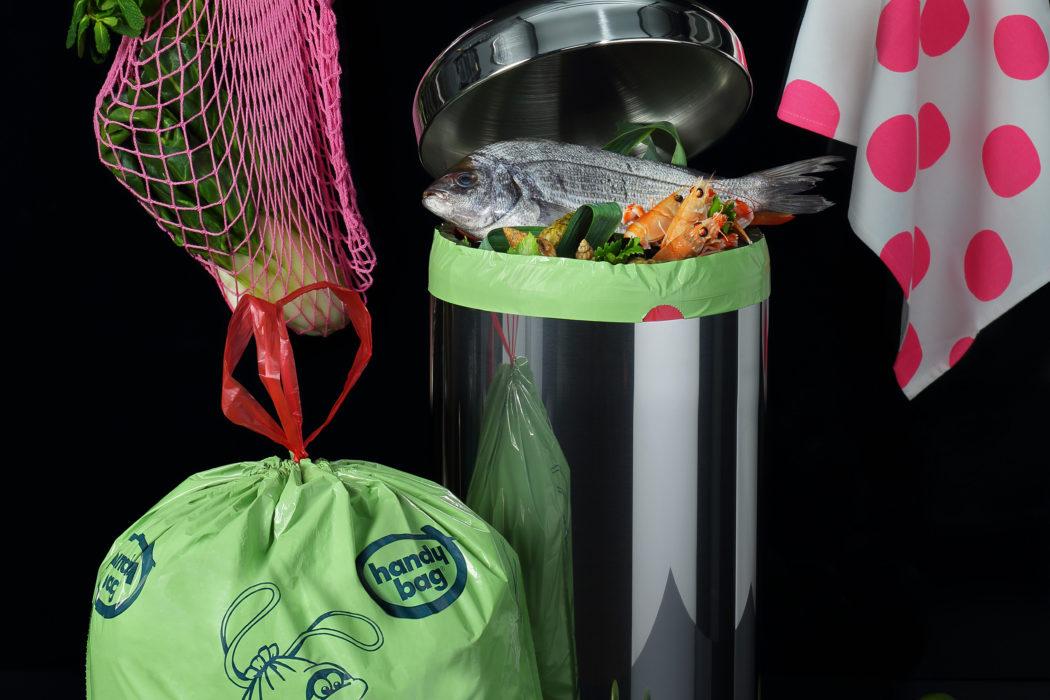 sacs poubelles d vor odeur handy bag la femme qui marche. Black Bedroom Furniture Sets. Home Design Ideas