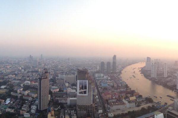bangkok  1 vue sur la rivière.