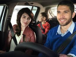 famille en voiture .