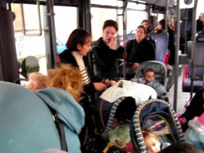 poussette dans le bus.