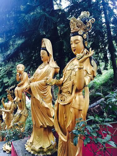 Femmes. Monastère des dix mille bouddhas.