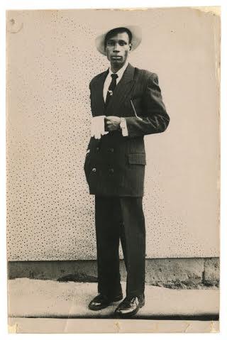 Seydou Kaïta. Grand Palais. Homme en costume.