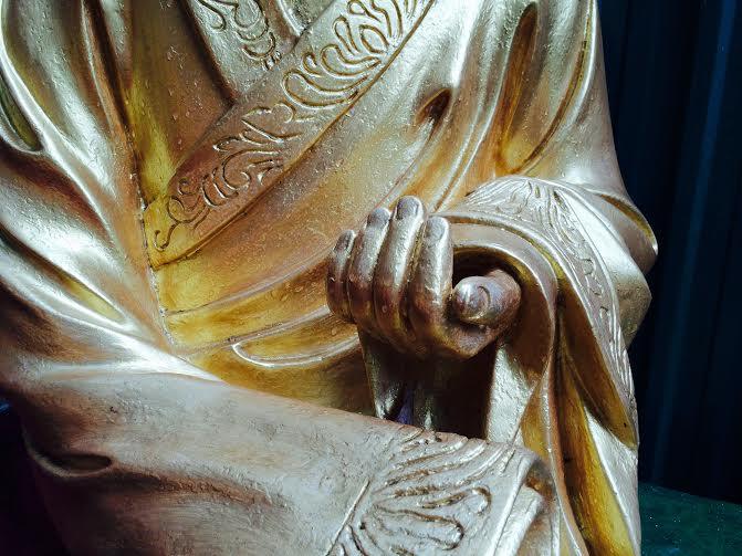 mains. Monastère des dix mille bouddhas.