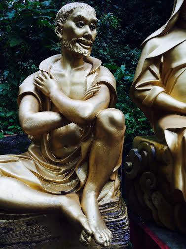 pieds nus. Monastère des dix mille bouddhas.