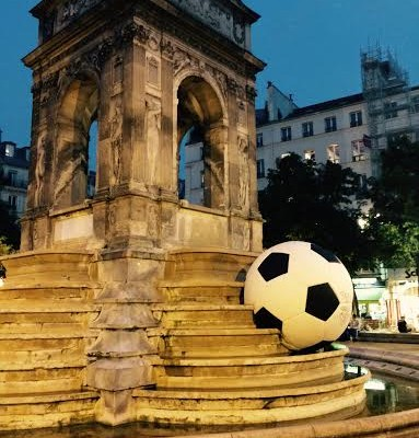 fontaine des innocents. Foot.