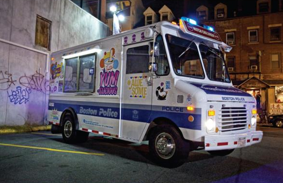 ice cream truck police Boston. la femme qui marche.
