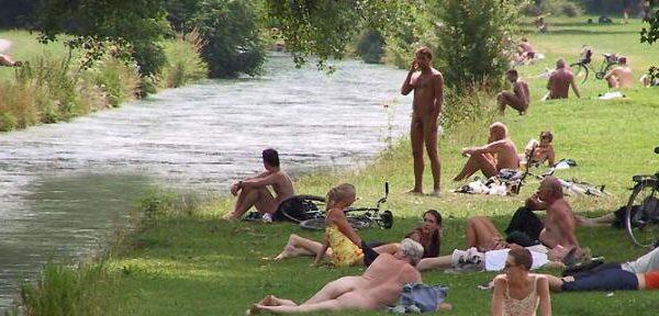Après Munich, des naturistes à paris. et alors ?