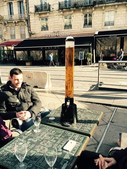 Montpellier. Girafe. 3 litres de bière.
