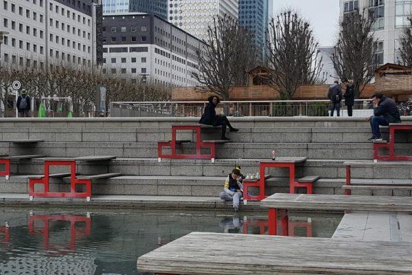 esplanade de la défense. puteaux.tables sur l'eau.