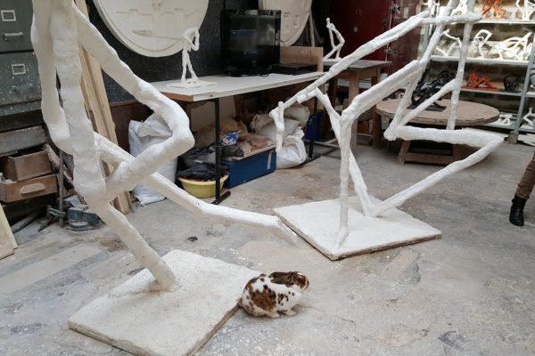 oslo. un lapin papillon dans l'atelier d'un sculpteur. Cour de l'Industrie.