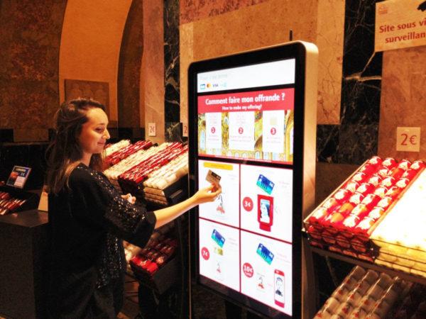 Lisieux. ecran connecté pour les achats de ciergedons