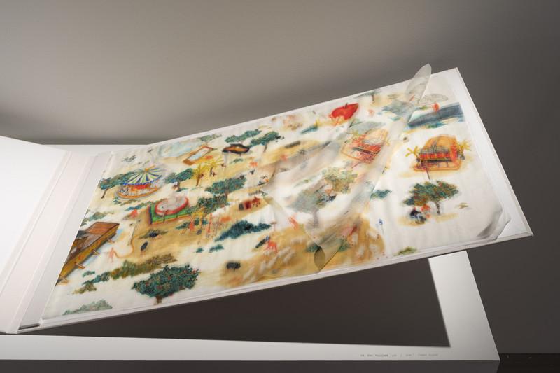 Vue-de-l-exposition-Les-Mains-sans-sommeil-Palais-de-Tokyo-Paris_h_phototheque_view (1)