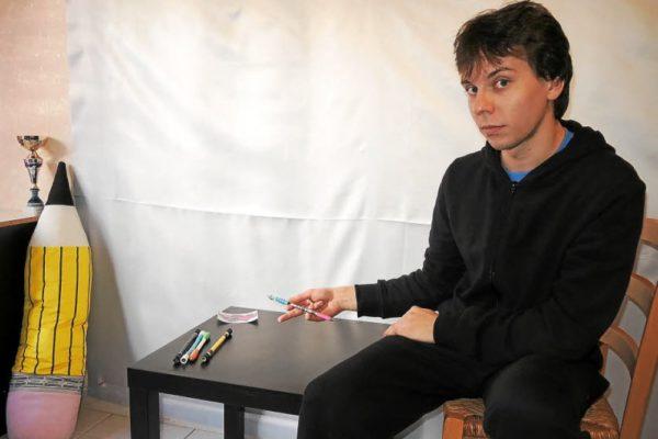 pen spinning : jongler avec son stylo. benjamin champion de france.