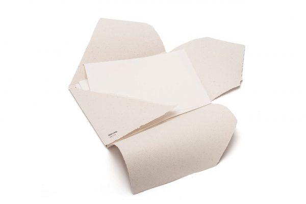 fabriano. papetier.Sacs à dos en papier et en liège.