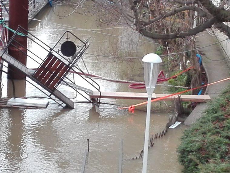 inondations.Seine.Issy. Pêniche