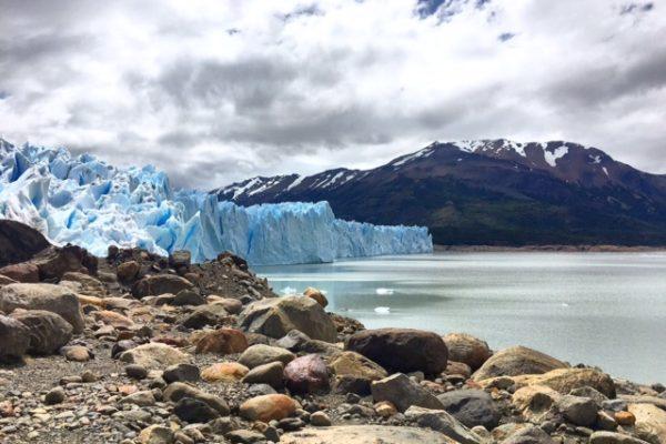 trekking sur le perito moreno. patagonie.