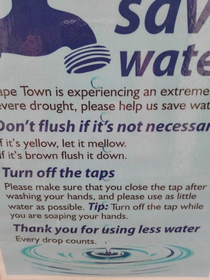 sécheresse le cap.toilettes du jardin botanique.. pas de chasse pour le pipi.