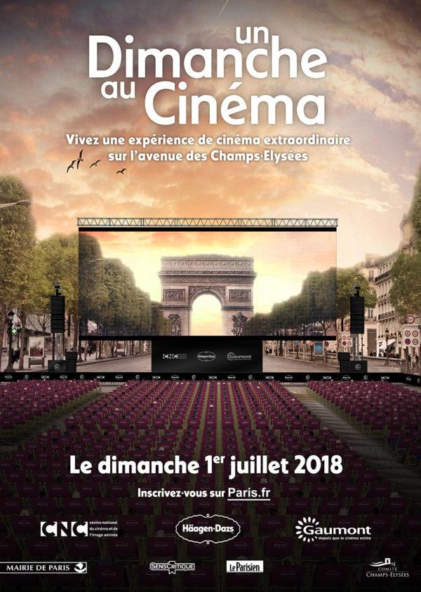 Cinéma en plein air. Champs Elysées. La Femme qui marche