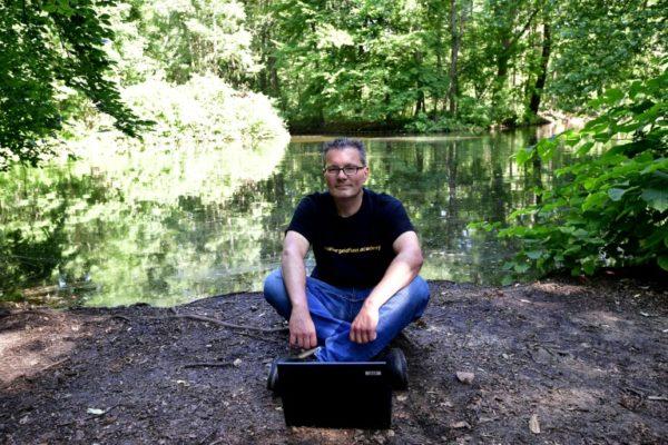 lars-hattwig-frugaliste-allemand-dans-le-parc-de-tiergarten-le-7-juin-2018