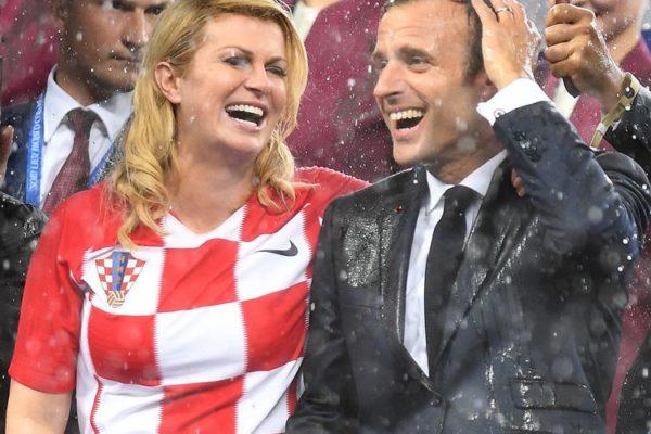 Football. mondial. les chefs de l'état croate et français n'ont pas eu le droit à un parapluie tout de suite.