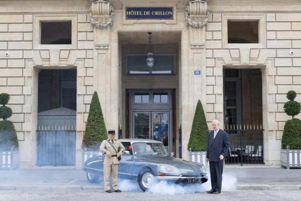 Les personnalités du musée Grevin à l'hôtel de Crillon.  Louis de Funès et le Général de Gaulle