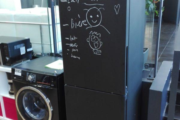 thomson. combiné réfrigérateur noir mat. cth300blb.