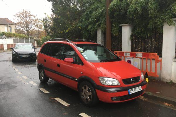 que représente la voiture ? sa première voiture. sa dernière.