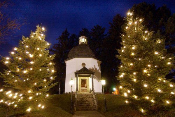 chapelle-village-Oberndorf-Salzbourg-Autriche-photographiee-10-decembre-2003-erigee-chapelle-resonnela-premiere-1818-chant-Noel-Douce_0_728_478
