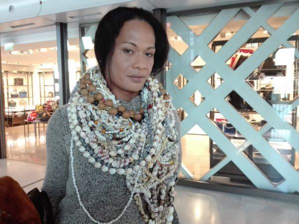 La Femme qui marche? Roissy. Retour de tahitiAIMG_20190121_163206 (1)