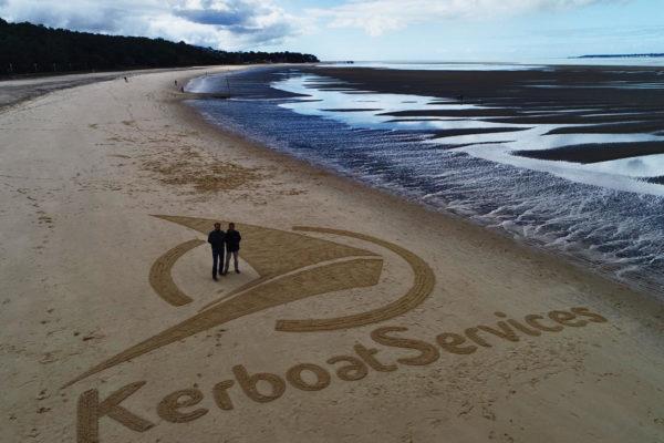 bassin d'arcachon. l'artiste J.ben célèbre Kerboat services.