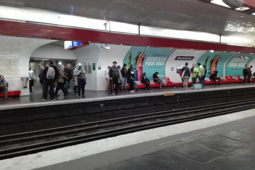 Métro parisien. La Femme Qui Marche.IMG_20190516_171643