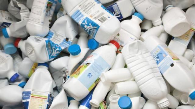 de-nouvelles-bouteilles-de-lait-non-recyclables-dans-les-supermarches